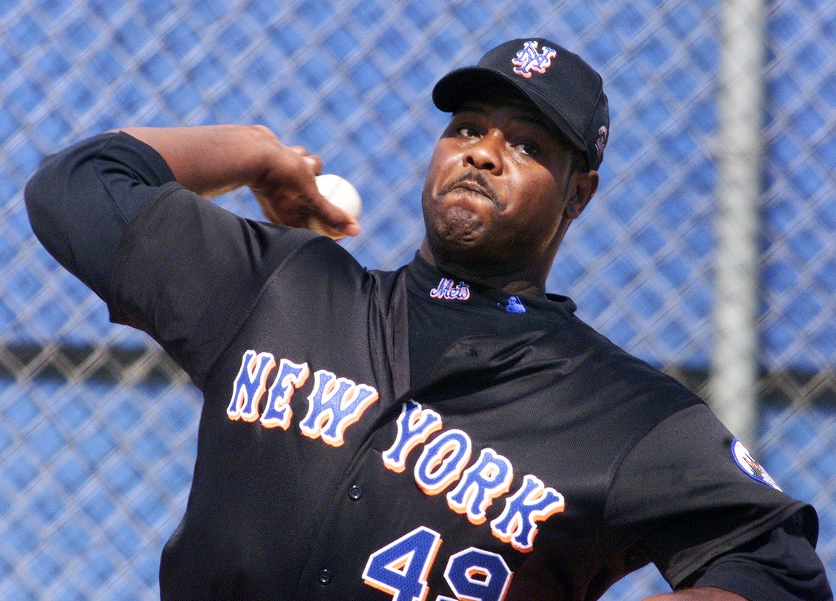 New York Mets' Armando Benitez warms up his pitching arm