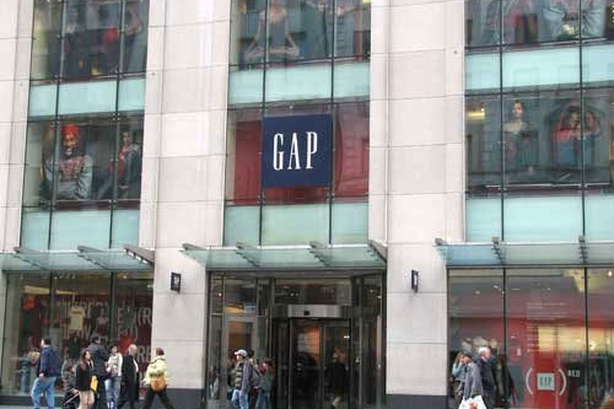 """The Gap on Fifth Avenue, image via <a href=""""http://gonyc.about.com/od/shopping/ig/Fifth-Avenue-Shopping-Tour/Gap.htm%22"""">GoNYC</a>"""