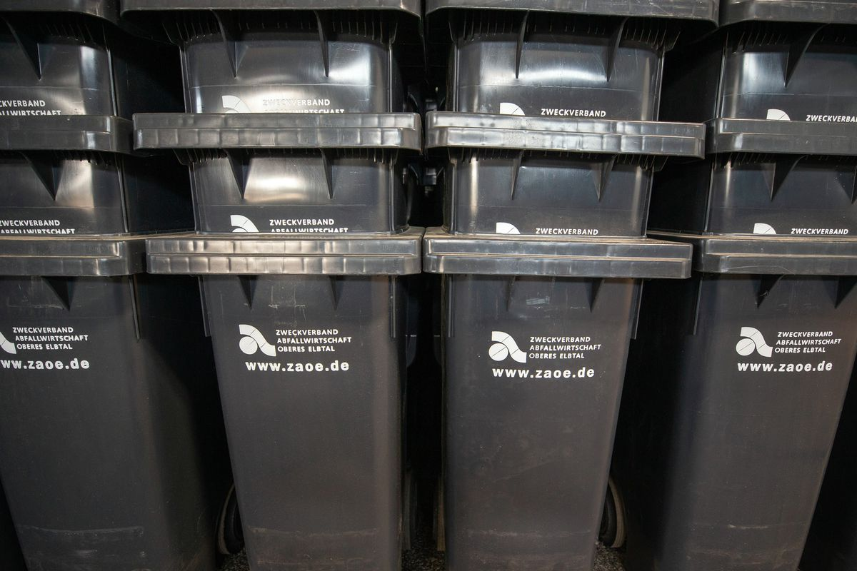 Garbage cans in the warehouse