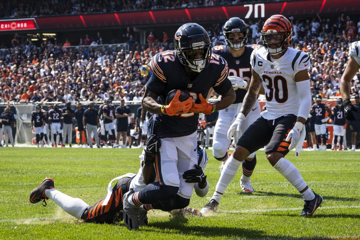Chicago Bears quarterback Andy Dalton passes to wide receiver Allen Robinson for an 11-yard touchdown during the first quarter Sunday against the Cincinnati Bengals at Soldier Field.