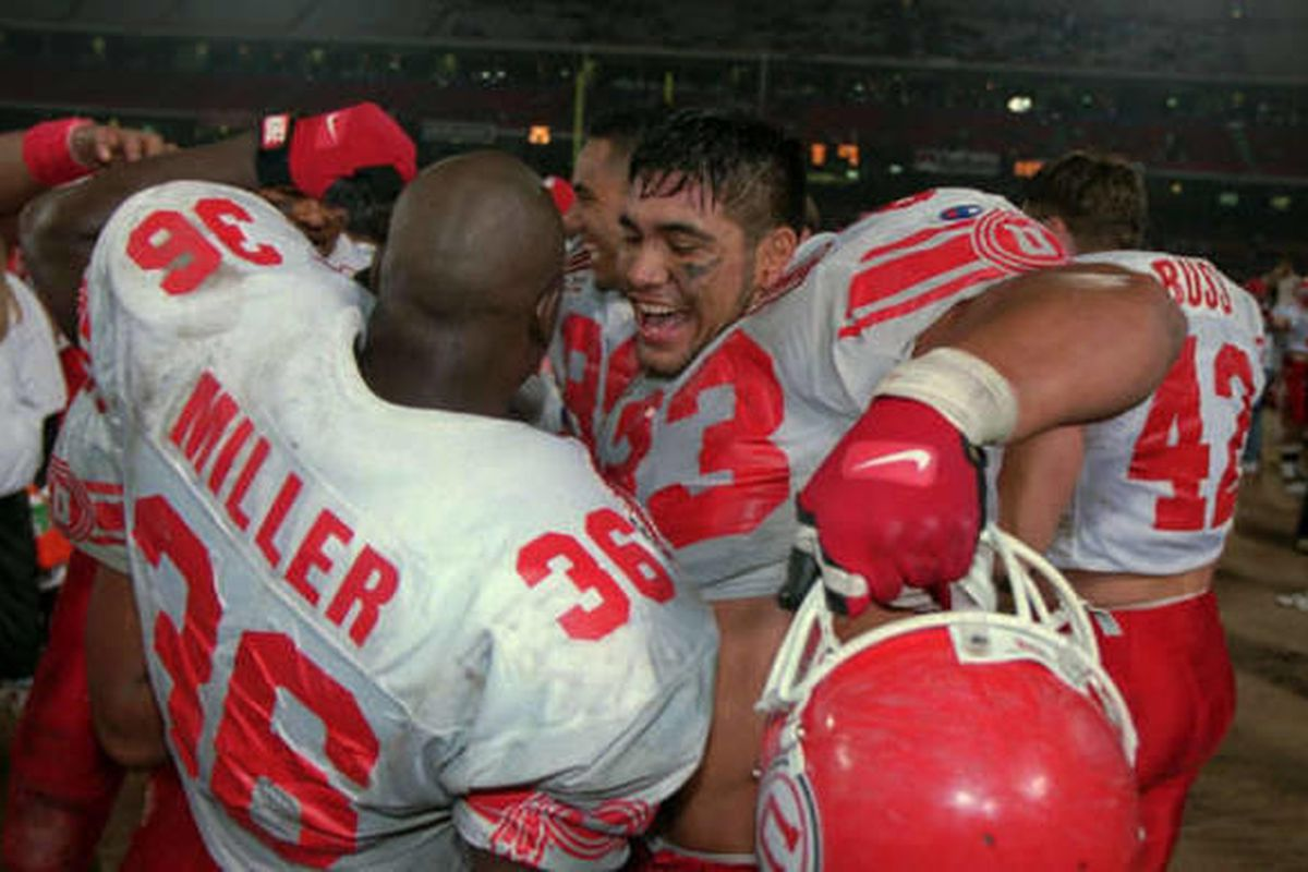 Luther Elliss celebrates at end of freedom bowl win.  10/10/2002