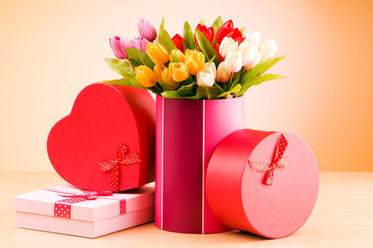 """Image via <a href=""""http://www.shutterstock.com/cat.mhtml?searchterm=valentine%27s+day+shopping&amp;search_group=&amp;lang=en&amp;search_source=search_form#id=123839782&amp;src=87F71E08-7600-11E2-BA73-9CBF37D0D1A0-2-95"""">Elnur</a>/Shutterstock"""