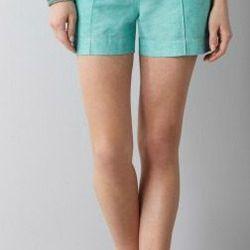 "<a href=""http://www.loft.com/loft/product/LOFT-Looks-We-Love/LMA1001M/Linen-Cotton-Seamed-Shorts-with-4%22-Inseam/272880?colorExplode=false&skuId=11310792&catid=catl000014&productPageType=fullPriceProducts&defaultColor=2997""> LOFT linen cotton shorts</a>,"