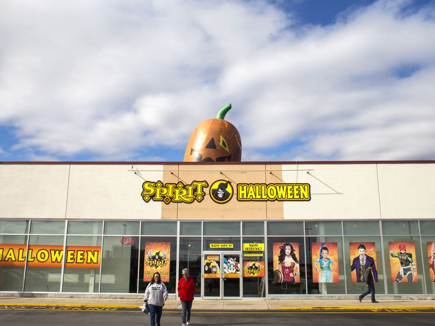 Halloween Costume Stores.Spirit Halloween And Party City S Pop Up Business Model Explained Vox