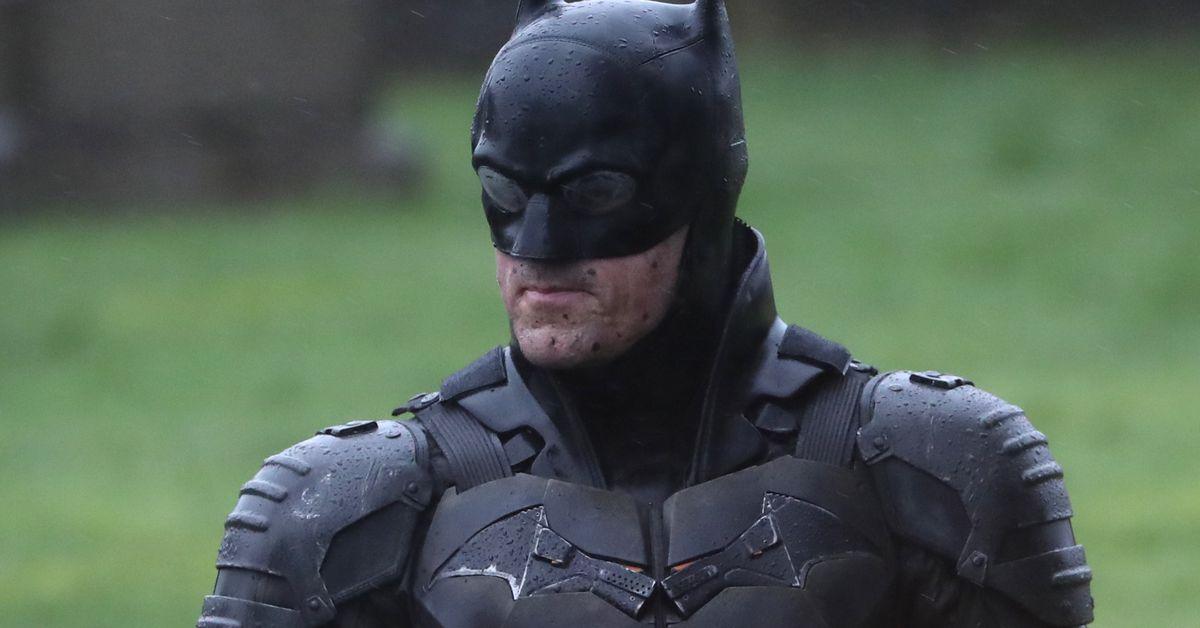 The Batman set photos reveal the full costume and Bat-bike