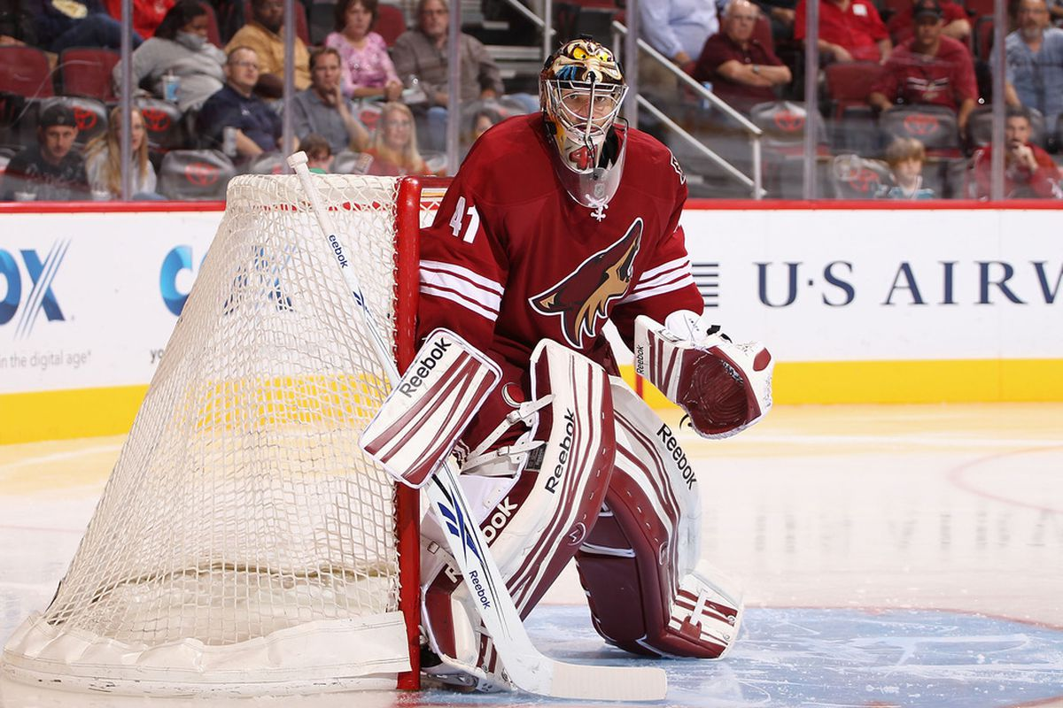 The Panthers had a hard time denting Mike Smith.