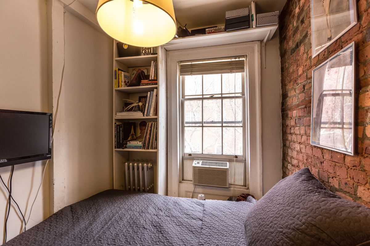 How one New Yorker lives comfortably in 90 square feet ... on 90 Room  id=78543