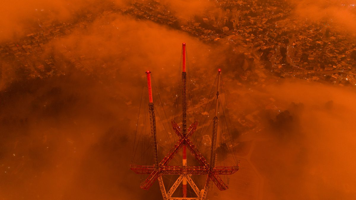 San Francisco's sky is on fire and we flew a drone through it - The Verge