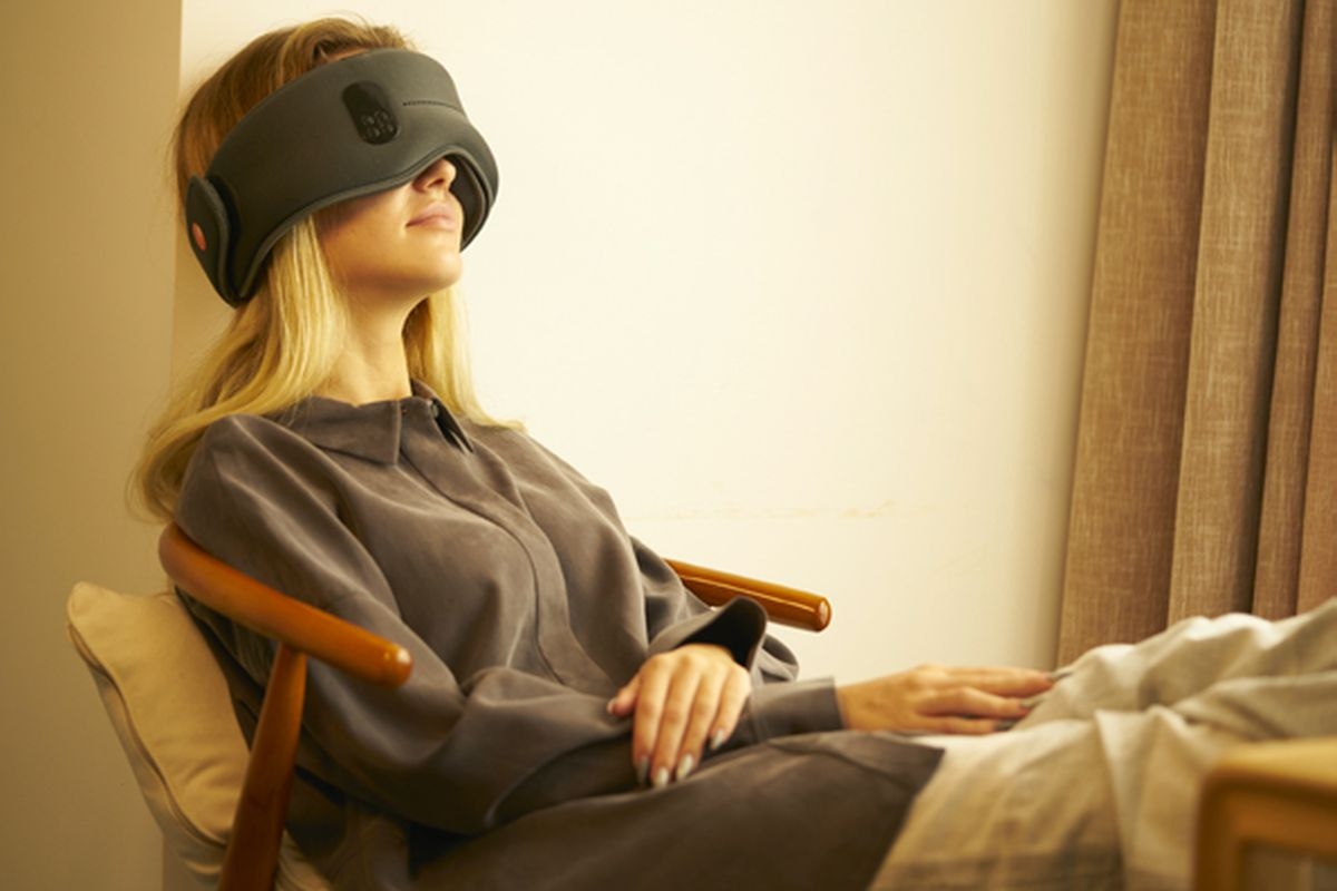 I tried out a sleep mask that emits light from the inside to