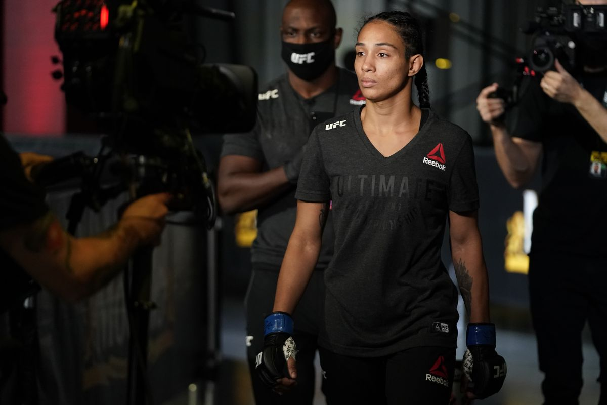 Taila Santos is expected to meet Roxanne Modafferi at UFC 266.
