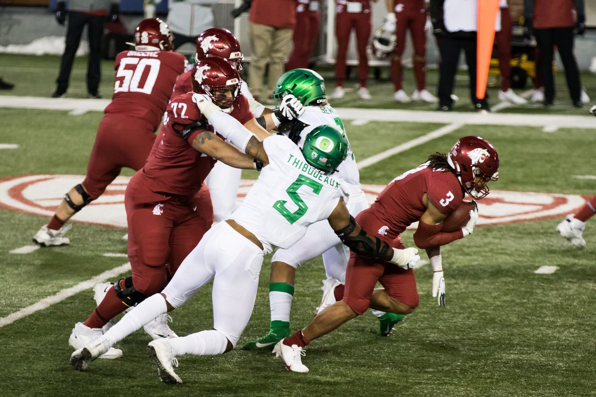 PULLMAN, WA - NOVEMBER 14: Washington State RB Deon McIntosh (3) runs past Oregon DE Kayvon Thibodeaux (5) in the second quarter of the Pac 12 North divisional matchup between the Oregon Ducks and the Washington State Cougars on November 14, 2020, at Martin Stadium in Pullman, WA.