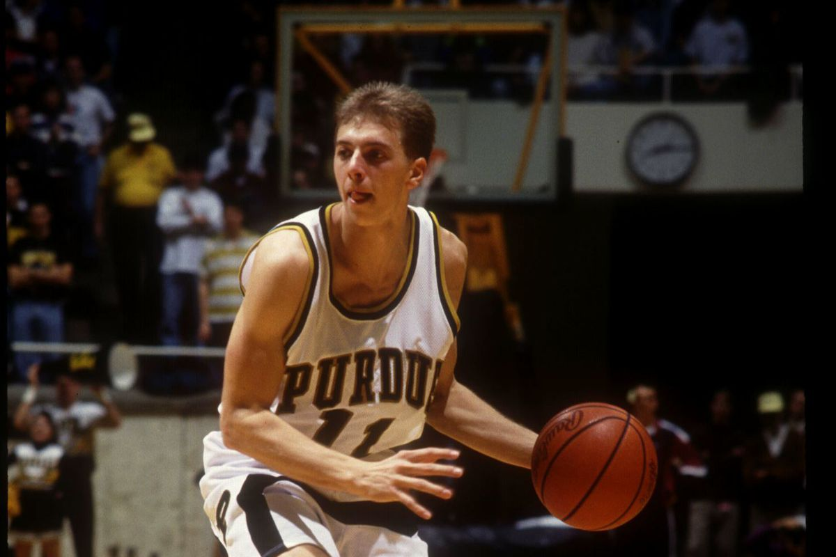 12 JAN 1994: PURDUE BOILERMAKERS GUARD MATT WADDELL PREPARES TO SET UP THE OFFENSE DURING A BIG-10