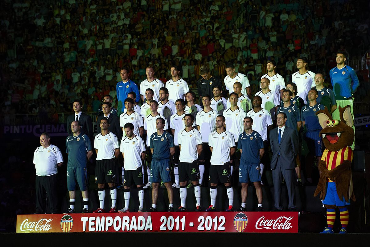 VALENCIA, SPAIN - AUGUST 12: Valencia team members pose before the start of the Orange Trophy match between Valencia and Roma at Estadio Mestalla on August 12, 2011 in Valencia, Spain.  (Photo by Manuel Queimadelos Alonso/Getty Images)