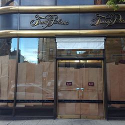 """<a href=""""http://ny.eater.com/archives/2013/11/lobels_kitchen_closes_after_just_eight_months_in_business.php"""">The Shutter: Lobel's Kitchen</a>"""