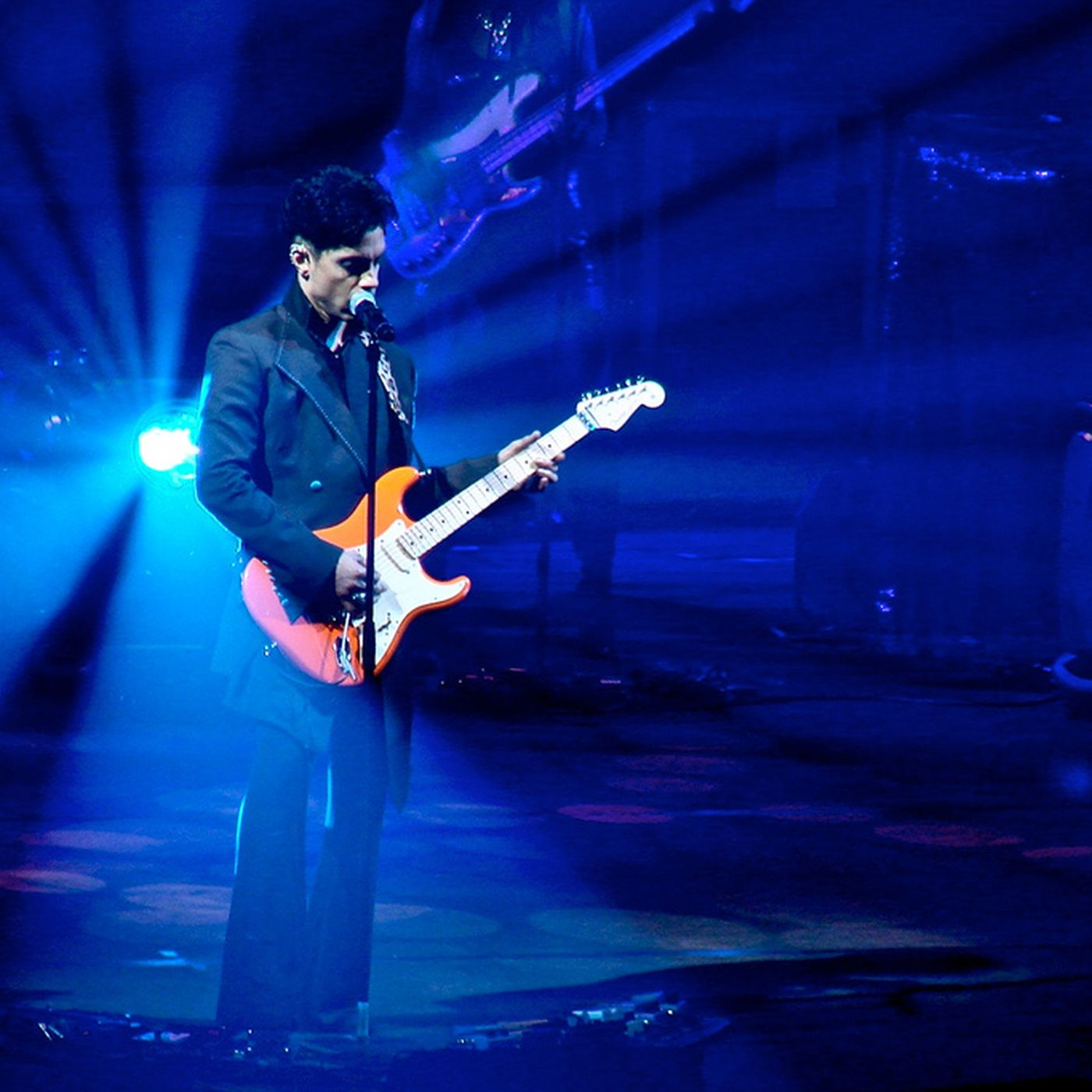 Little red lawsuit: Prince sues 22 people for pirating his