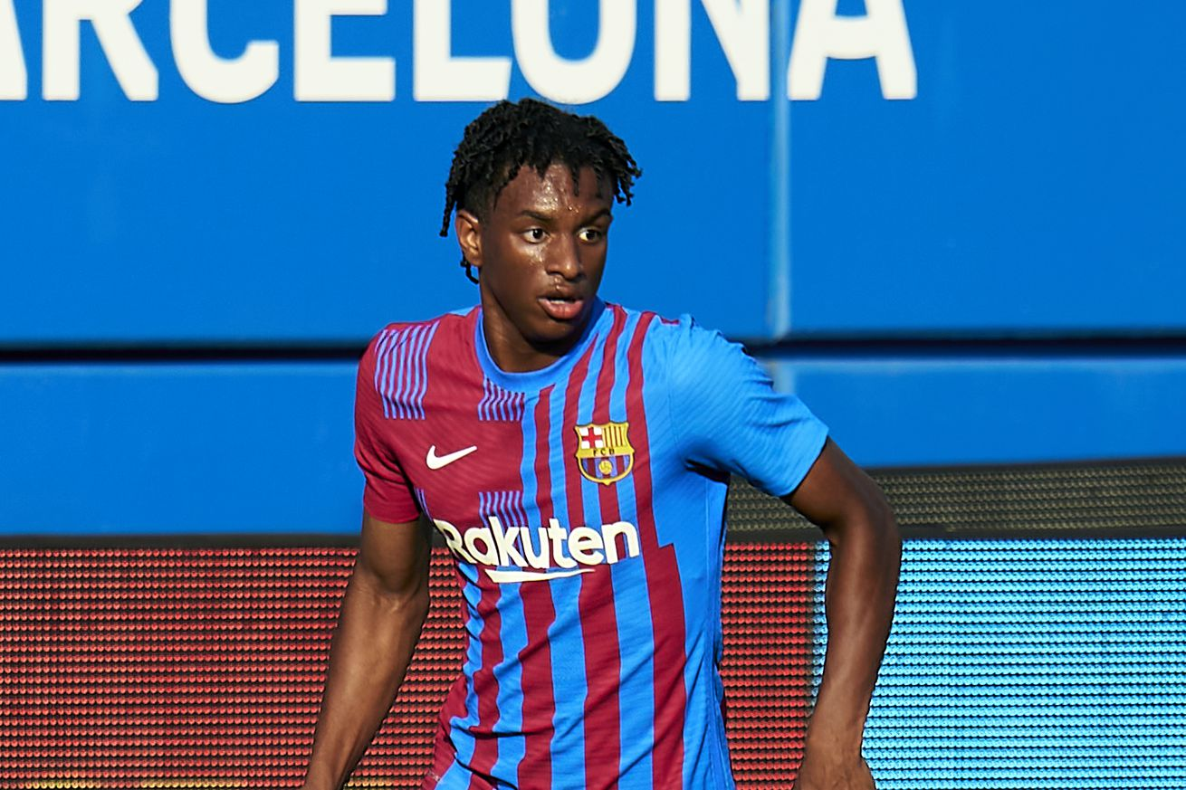 Alejandro Balde signs new Barcelona contract until 2024