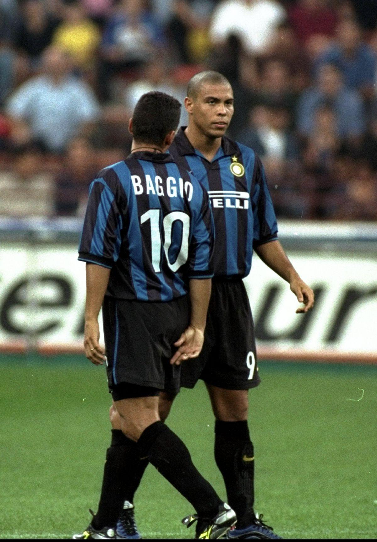 Roberto Baggio and team mate Ronaldo of Inter
