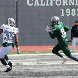 Isaac Holder running after a catch.