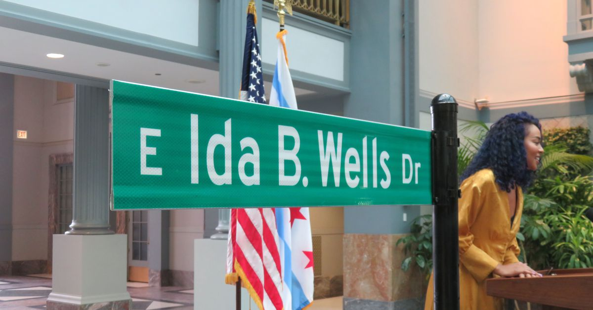 Congress Parkway Renamed For Civil Rights Leader Ida B
