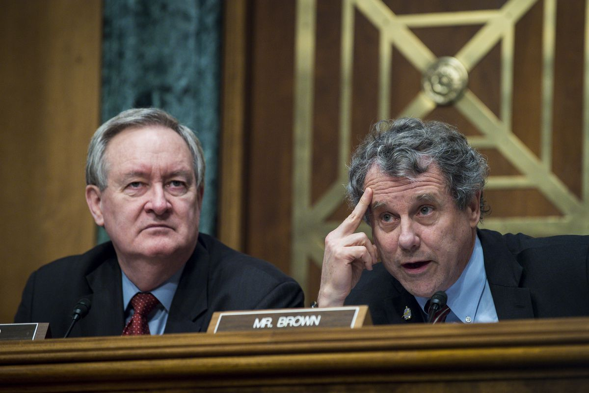 Senate Banking Committee Chairman Mike Crapo (R-ID) alongside Ranking Member Sherrod Brown (D-OH) at a committee hearing on financial stability in January. Crapo has championed the banking relief bill; Brown opposes it.