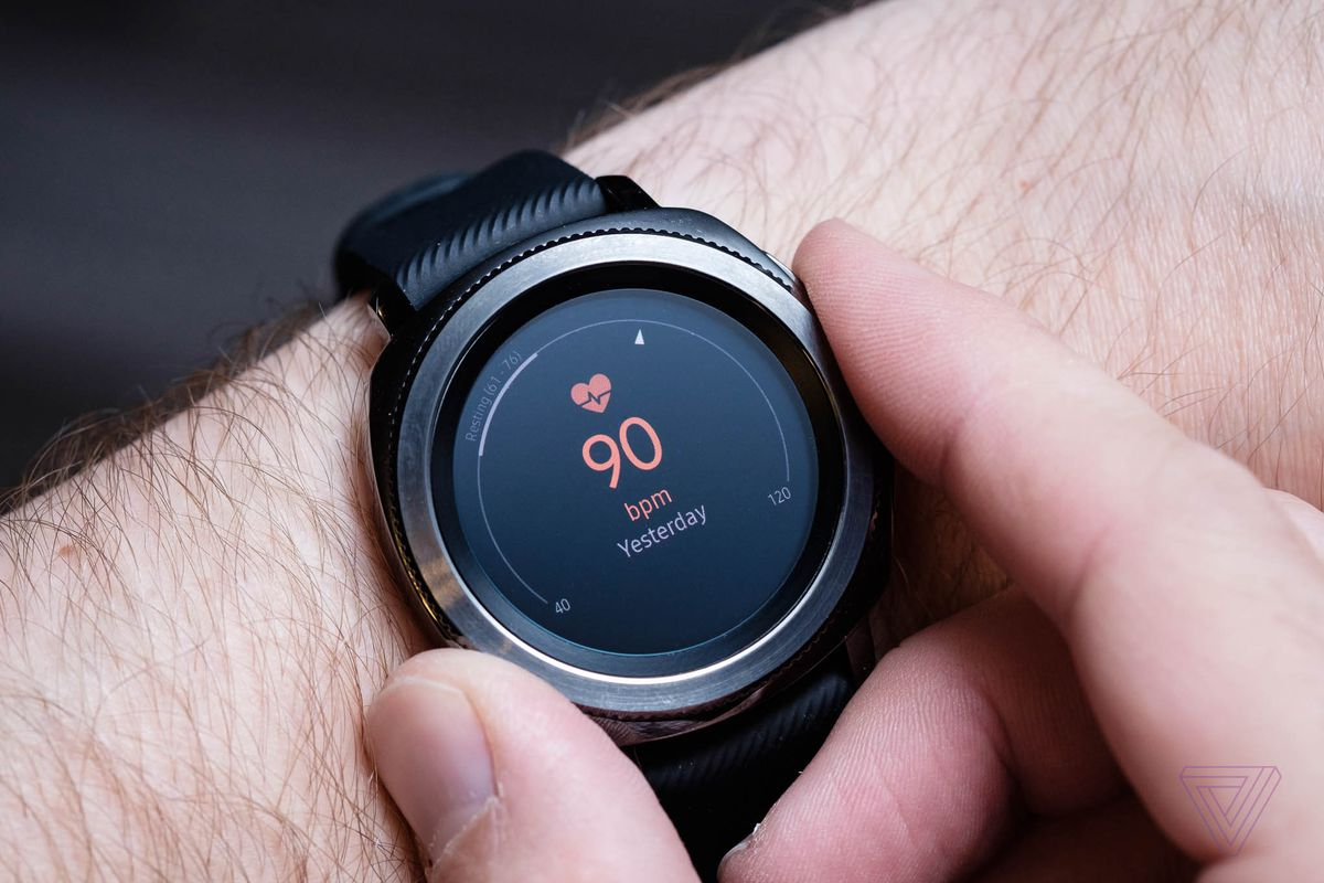 Samsung Gear Sport Review Running In Circles The Verge Photo Of A Heart Rate Monitor Showing Chest Strap And Watch But Like Any Other Wrist Worn Isnt Going To Be As Accurate Or Methods Should Not Relied On For