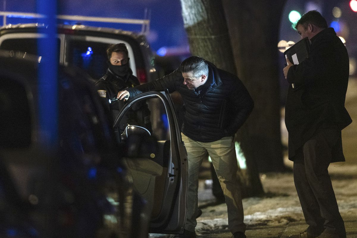 Chicago police investigate the scene where a 34-year-old woman was shot and killed in the 3600 block of West Polk in the Lawndale neighborhood, Jan. 4, 2020.