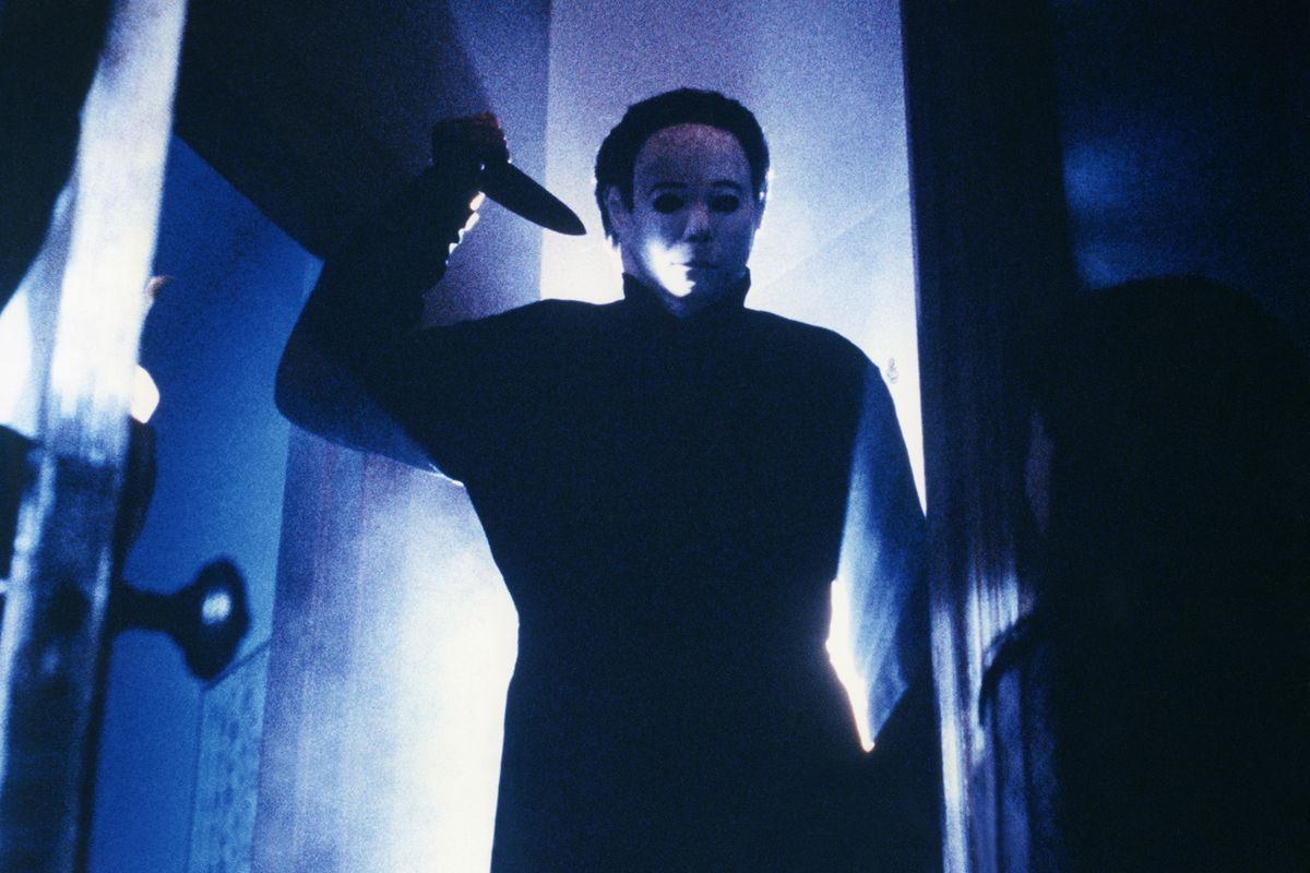 Michael Myers holding a knife menacingly in 1978's Halloween