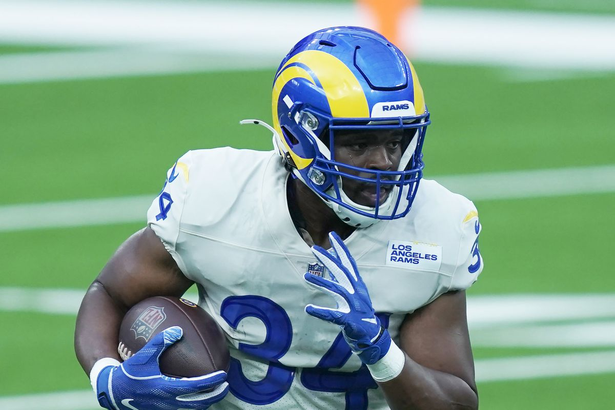 Los Angeles Rams running back Malcolm Brown carries the ball during a scrimmage at SoFi Stadium.