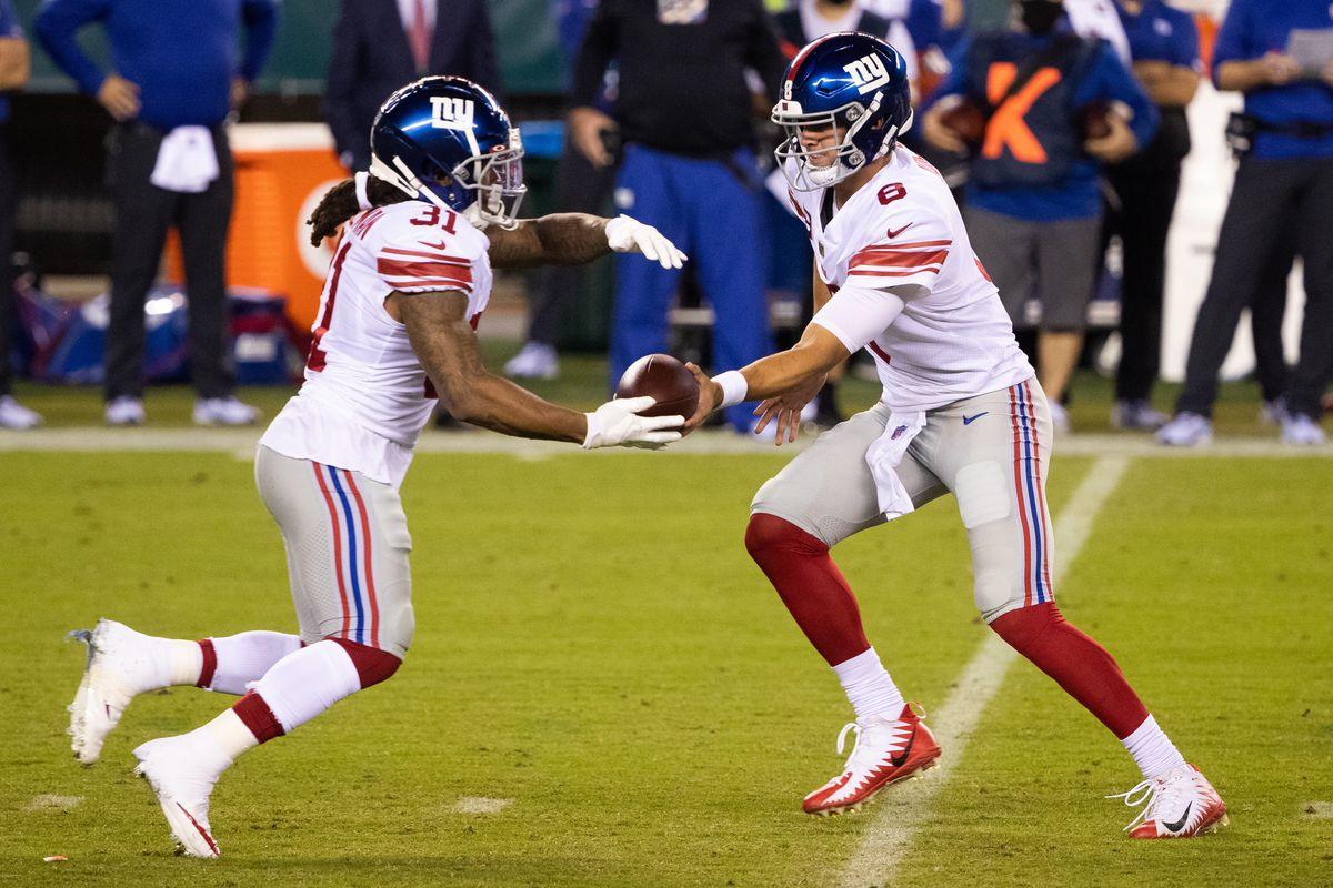 New York Giants quarterback Daniel Jones (8) hands off to running back Devonta Freeman (31) during the first quarter at Lincoln Financial Field. Mandatory Credit: Bill Streicher