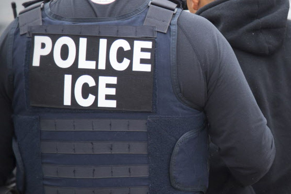 Man being deported escapes ICE agents, hails cab after using