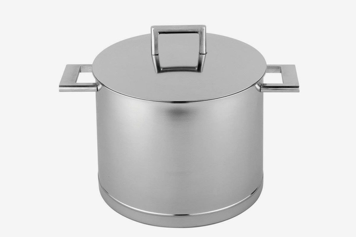 An 8.5 quart stockpot