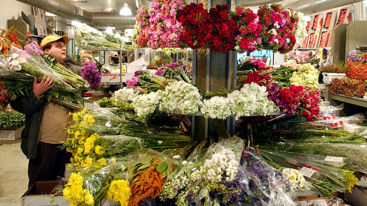 New Yorker Flowers Shoppers Prep For Mother's Day
