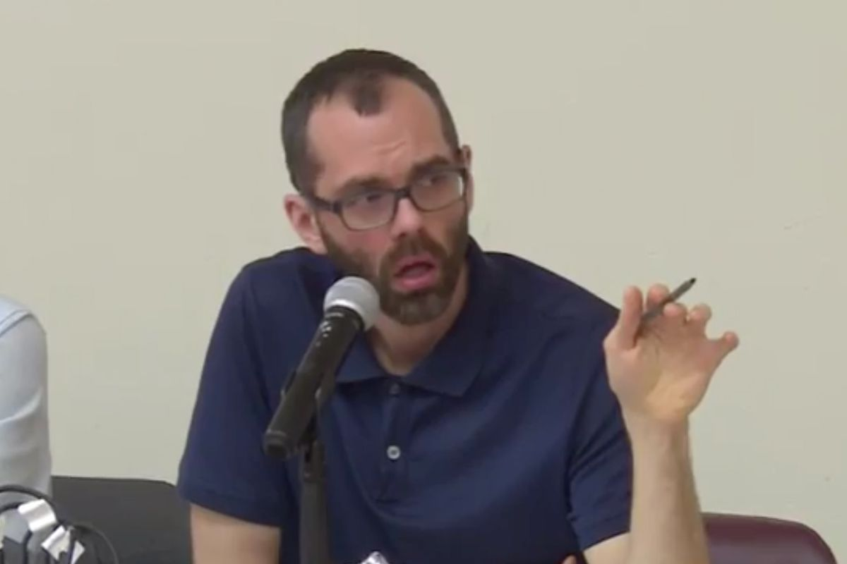 Bronx Community Board 11 District Manager Jeremy Warneke speaks at a public meeting in 2017.