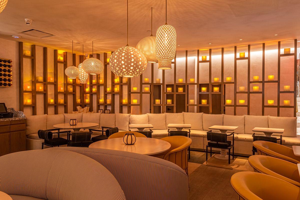 Bar/lounge at Esperanza