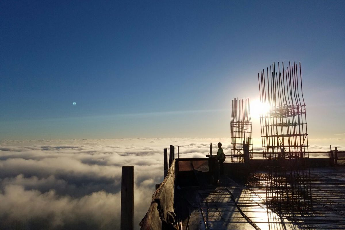 Miamis Panorama Tower In Brickell Is Soaring Above The Clouds