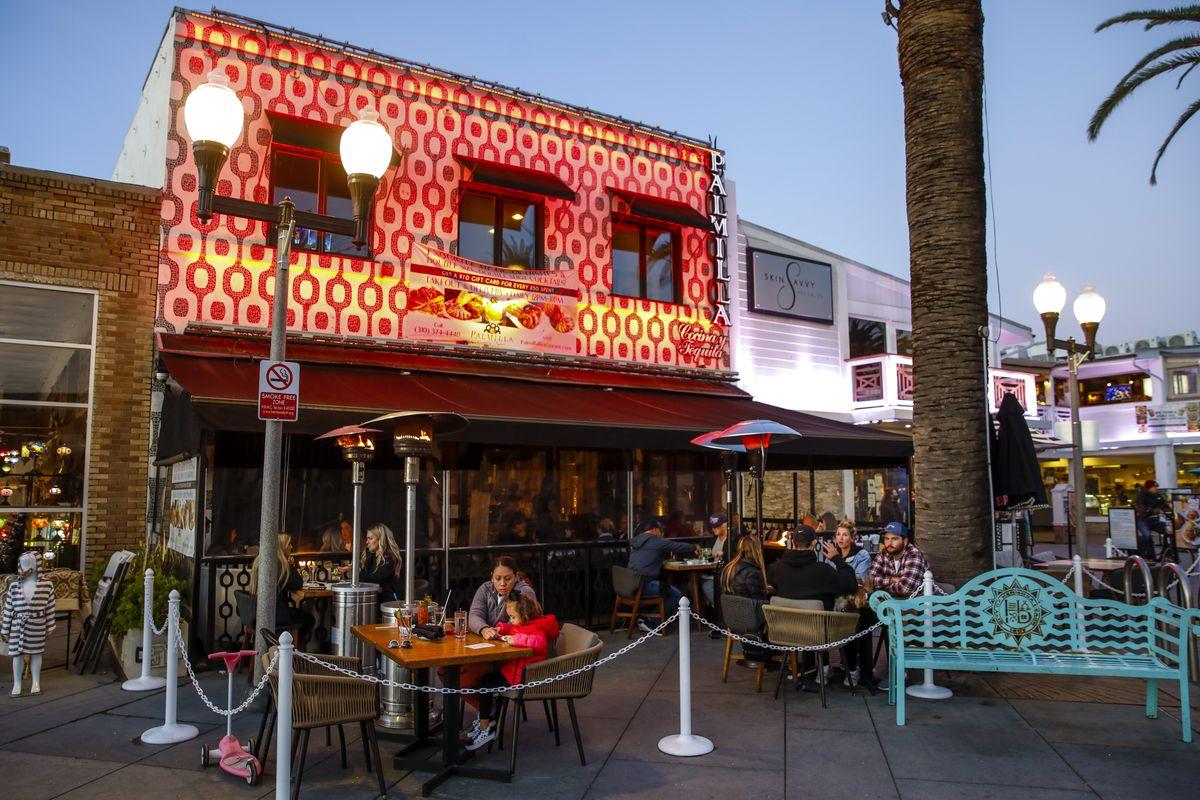 Hermosa Beach, CA returns to having outdoor dining under loosened coronavirus restrictions
