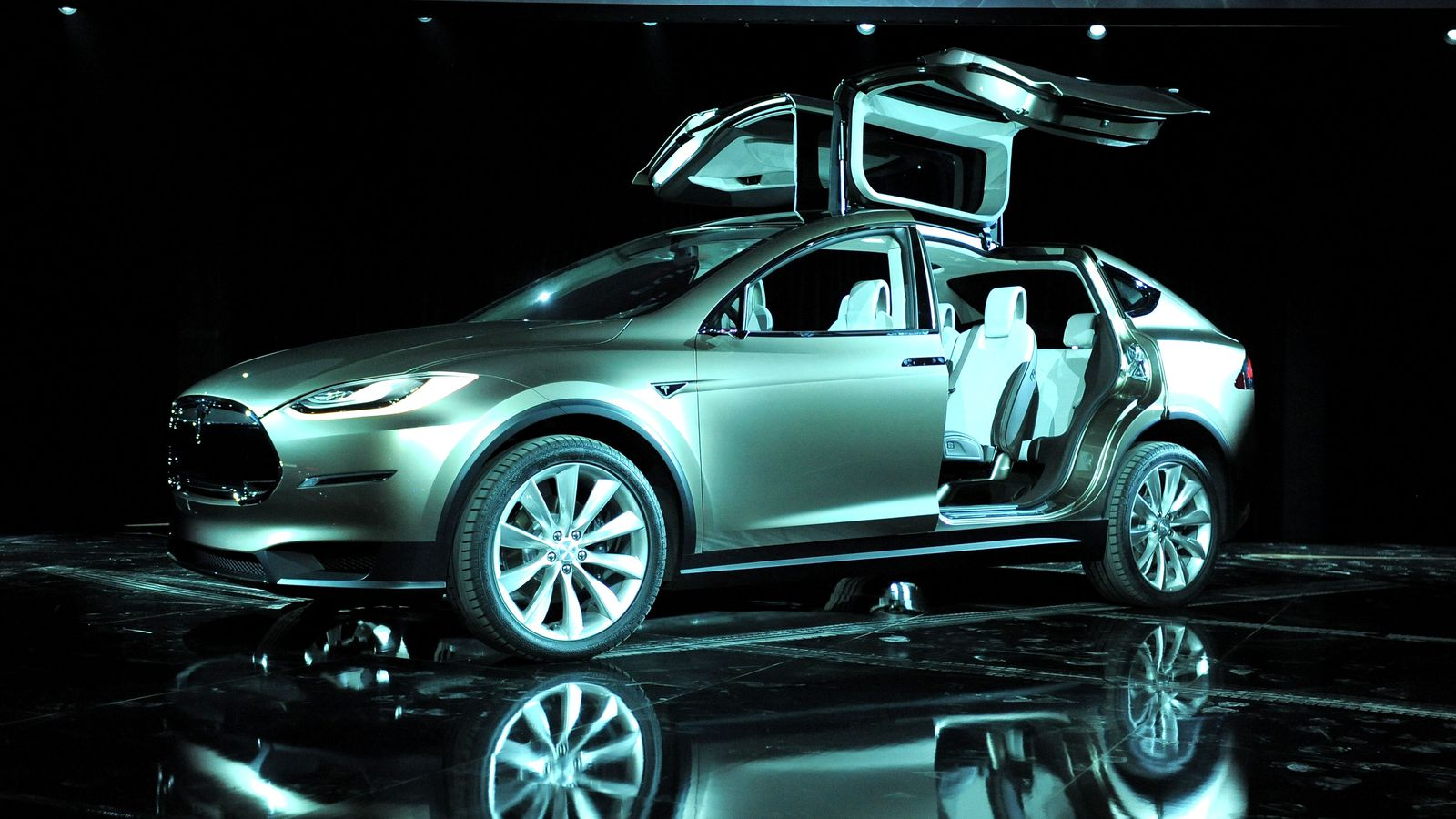 Teslas Big Bet 8000 Worth Of Self Driving Hardware In All New Cars Before The Software Is
