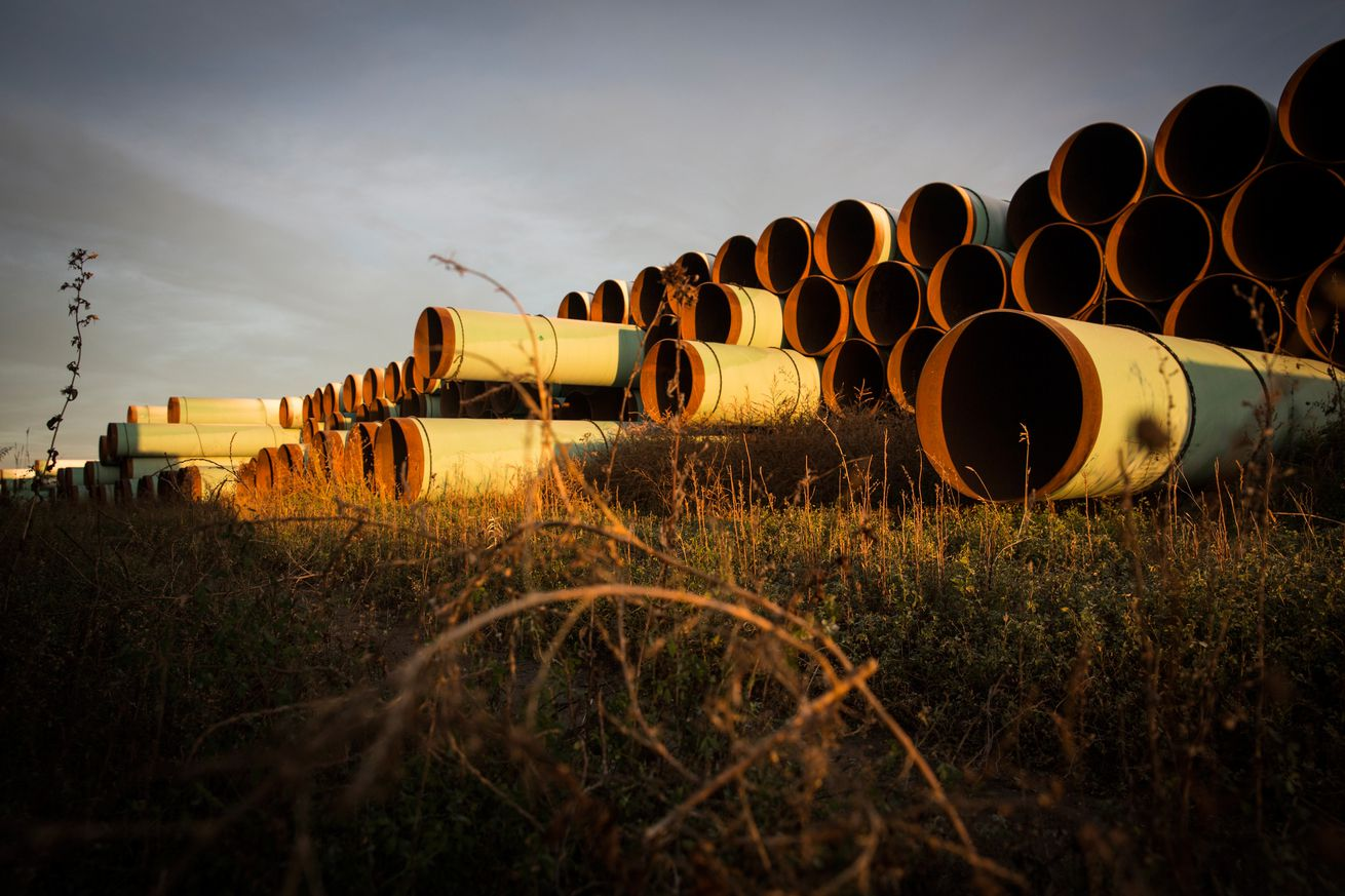 judge blocks keystone xl pipeline says government cannot ignore inconvenient facts