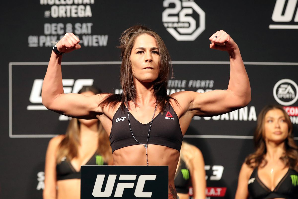 Jessica Eye takes on Viviane Araujo at UFC 245 in December