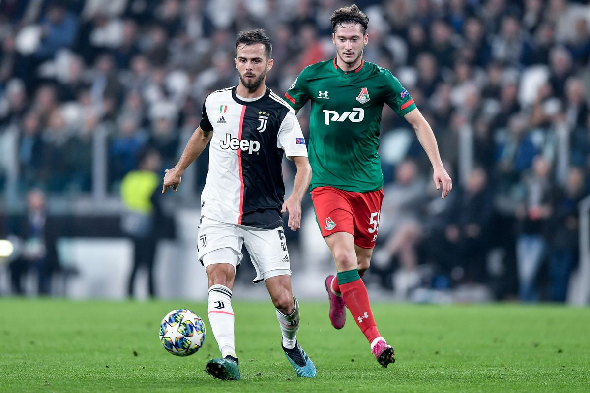 Juventus FC v Lokomotiv Moscow - UEFA Champions League
