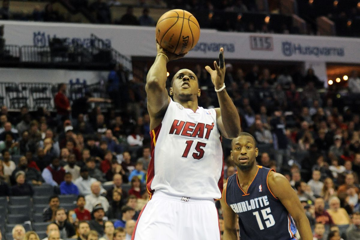 Mario Chalmers shoots a floater as Kemba Walker looks on.