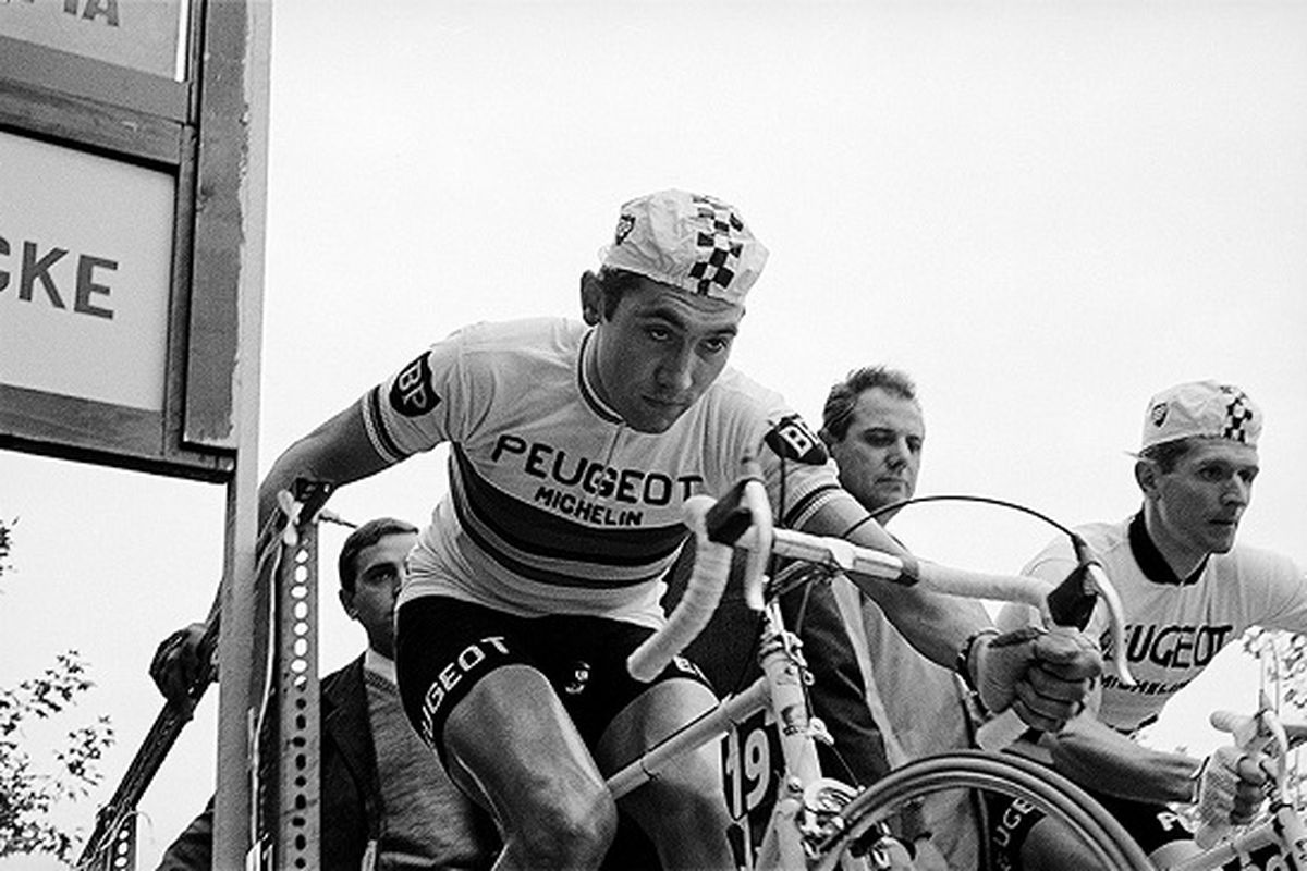 Eddy Merckx at the start of the 1968 Trofeo Baracchi (with Ferdinand Braecke)