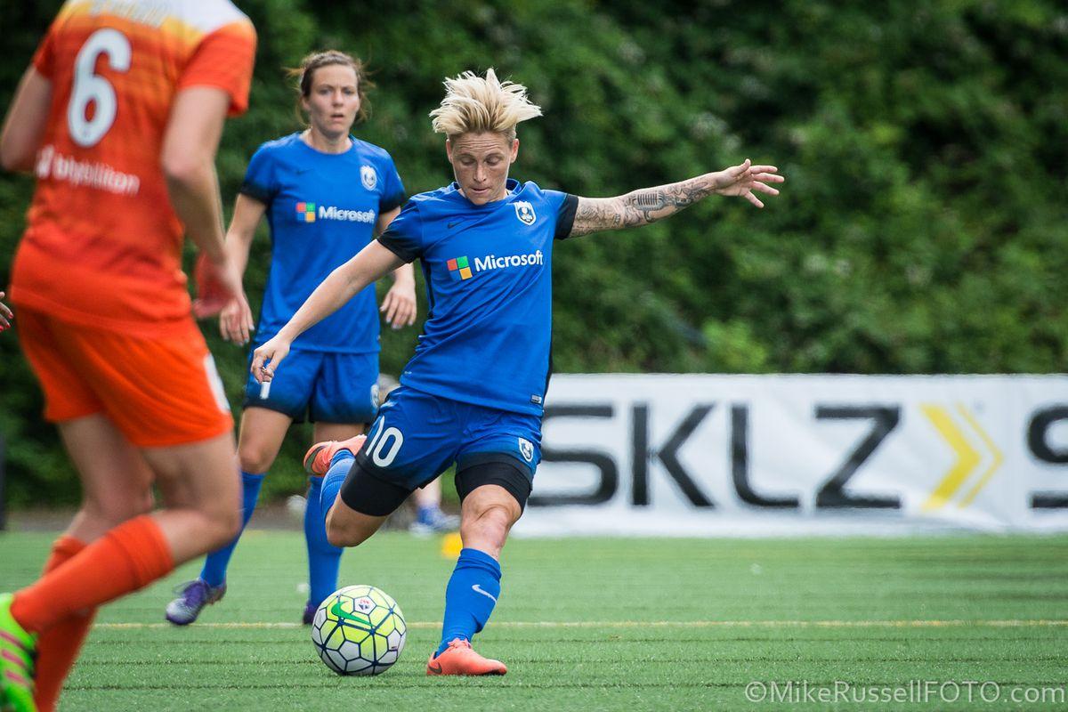 Jess Fishlock attempts a shot against the Houston Dash