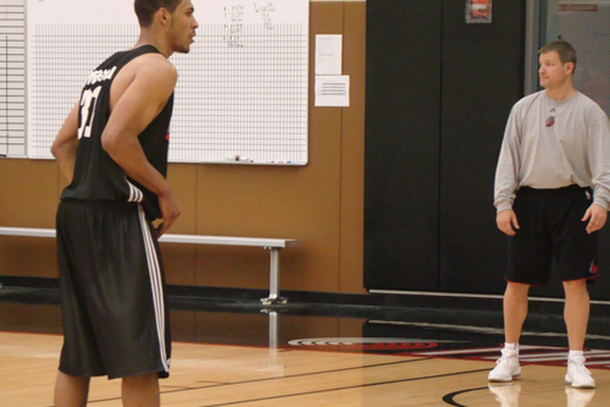 Former shooting coach John Townsend works with Jeff Pendergraph in preparation for Summer League 2009.