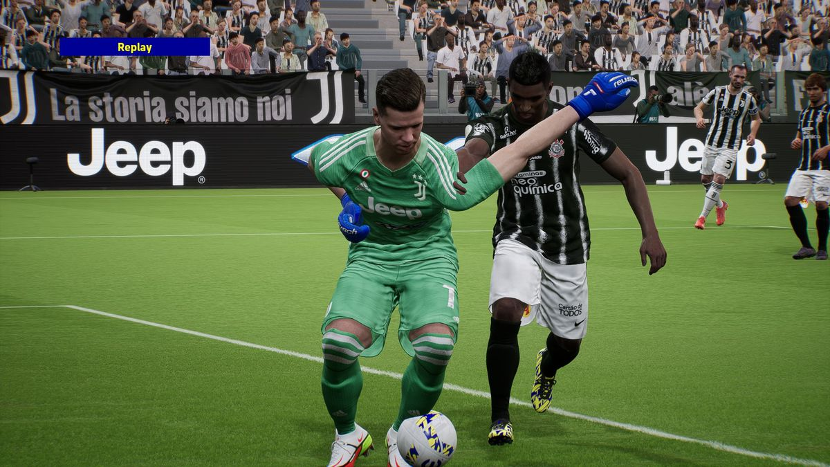 Screenshot eines Fehlers in eFootball;  Die Arme des Torwarts sind stark deformiert