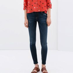 """<strong>Zara</strong> Skinny Jeans, <a href=""""http://www.zara.com/us/en/woman/jeans/skinny-jeans-c271007p2032534.html"""">$69.90</a>"""