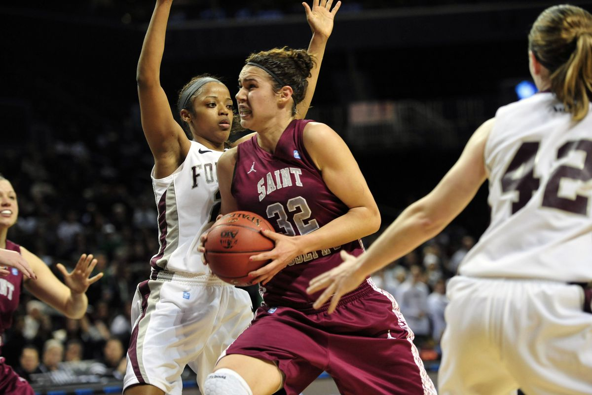 Saint Joseph's star Chatilla van Grinsven is getting her chance at the WNBA with the Connecticut Sun.