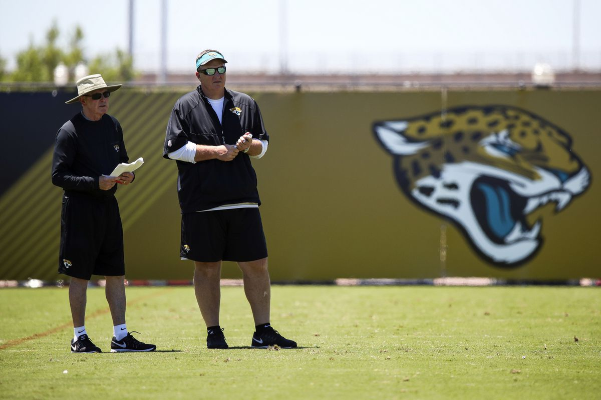'Expert' left tackle Albert practices with Jags for 1st time