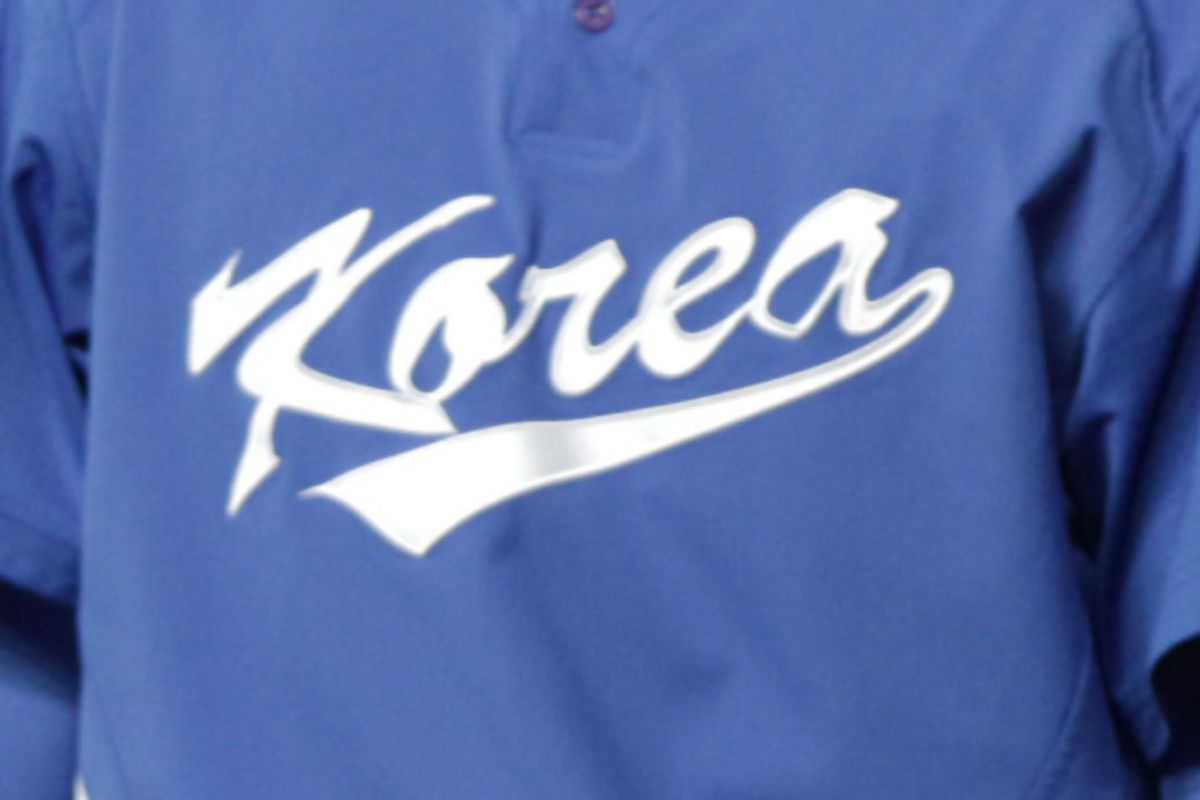 We have no pictures of Seong-Min Kim, so here's a Korea jersey from the WBC