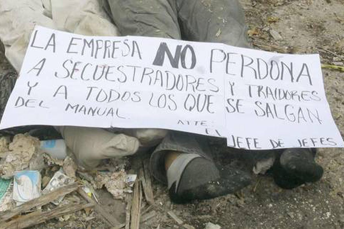 """A banner left at the seeking of a cartel killing. Translated to English, it reads, in part, """"This is what happens to thieves, kidnappers and traitors."""""""